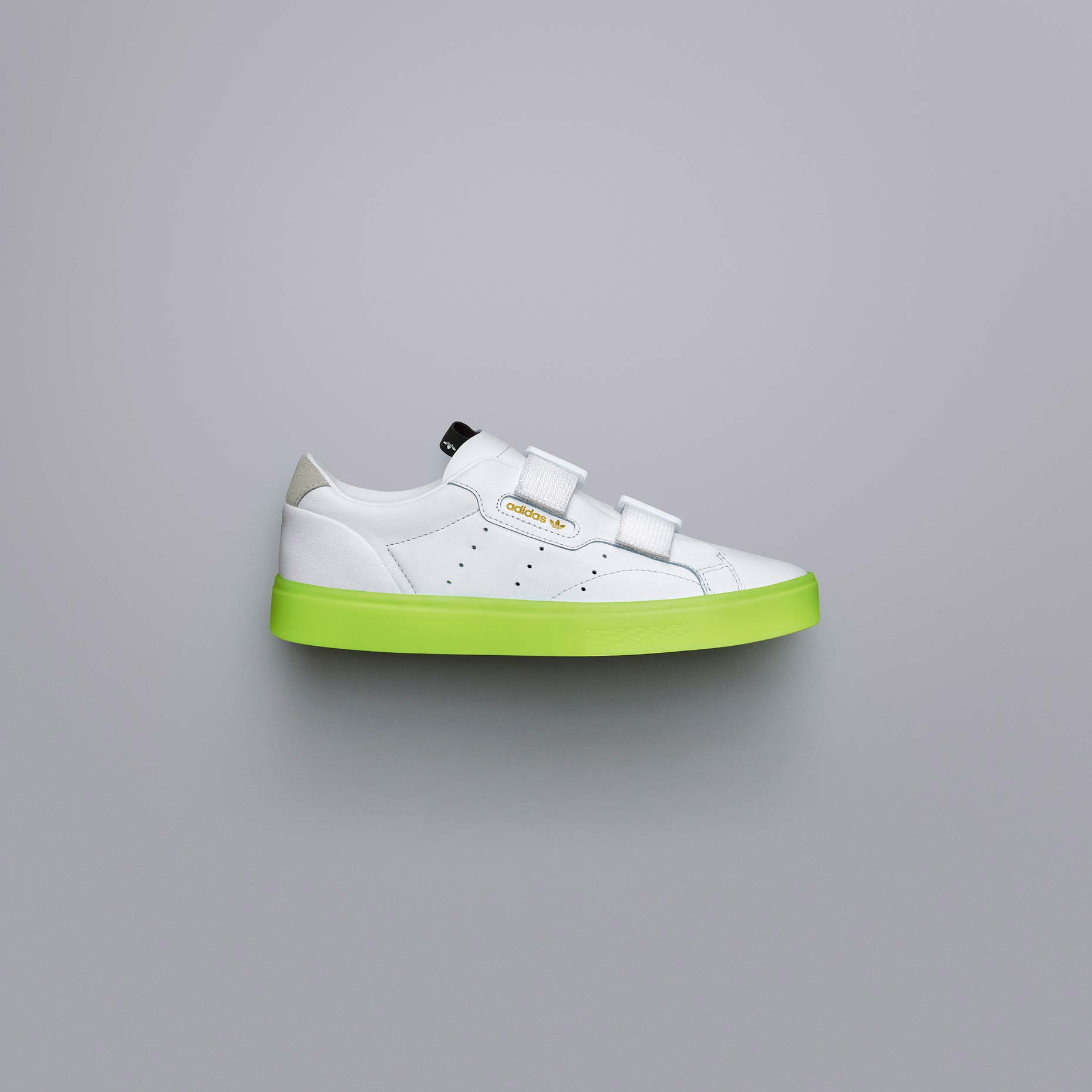 adidasOriginals_SS19_Sleek_SleekSW_EE8279_01_Angle_COMP_c
