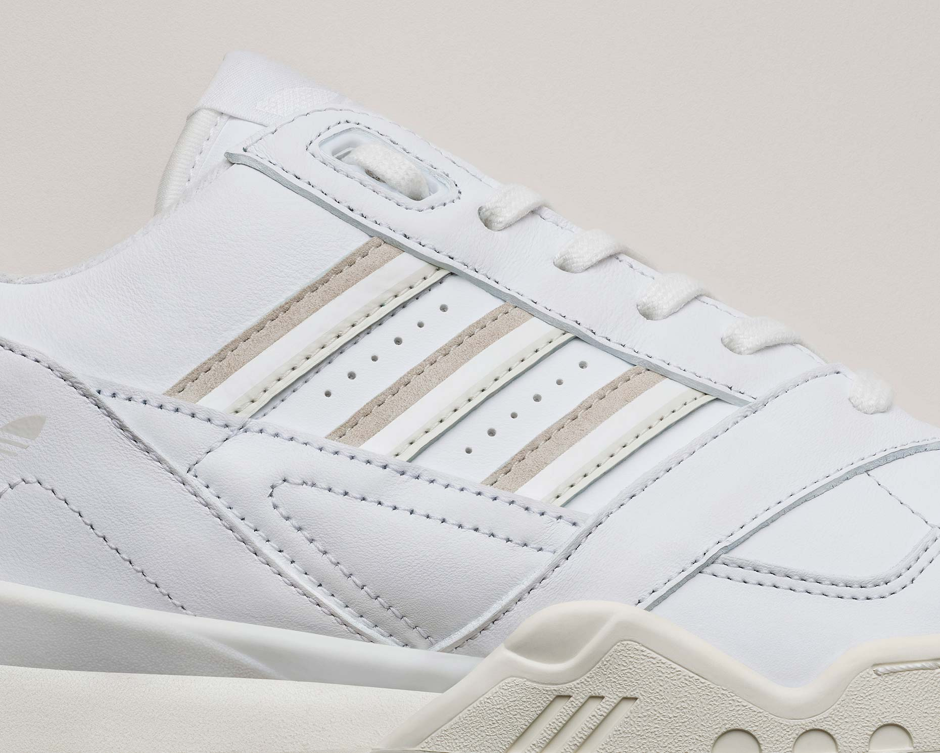 adidasOriginals_SS19_SuperCourt_ARTrainer_CG6465_01_Detail_COMP_c