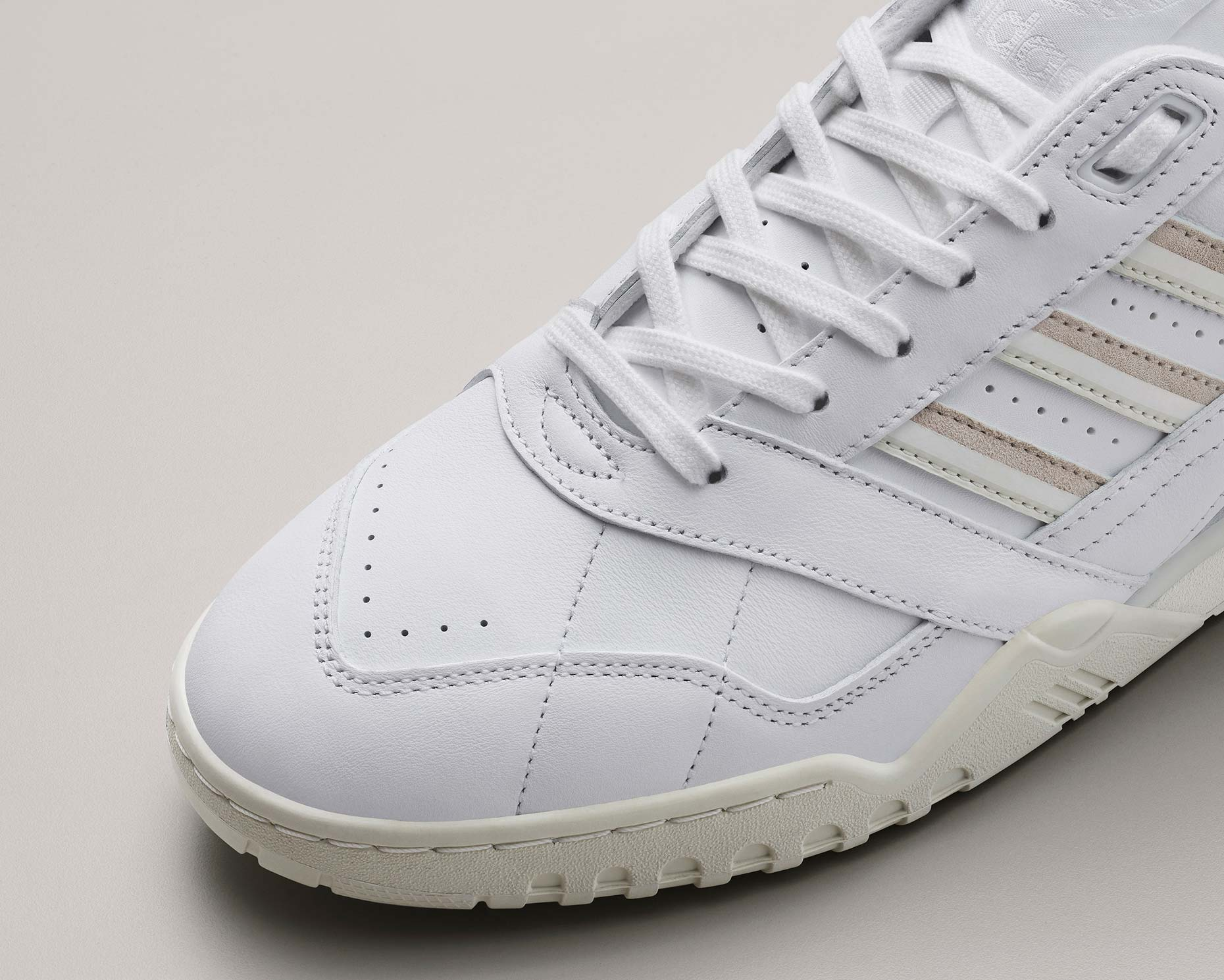adidasOriginals_SS19_SuperCourt_ARTrainer_CG6465_02_Detail_COMP_b